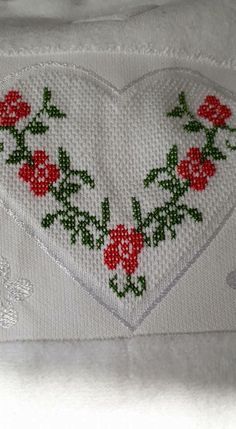 Diy Crafts Hacks, Cross Stitch Flowers, Baby Knitting Patterns, Decor, Simple Cross Stitch, Hand Embroidery Stitches, Cross Stitch Embroidery, Diapers, Handmade Crafts