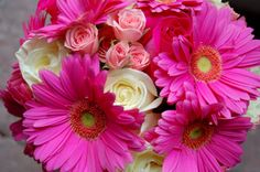 Os gusta este veraniego #bouquet? Pues sí queréis saber más leed este post... http://eldiariodetuboda.blogspot.com.es/2013/10/el-ramo-de-novia.html