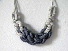 Hoi! Ik heb een geweldige listing gevonden op Etsy https://www.etsy.com/nl/listing/190959588/statement-necklace-chain-knit-necklace