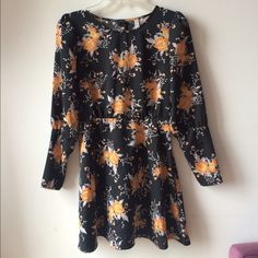 NWOT Free People Parker Dress in Floral Print Super cute long sleeve dress, buttoned cuffs and side hidden zipper, size 0 fits XS. New without tag. Free People Dresses Mini