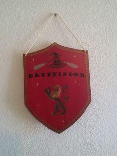 Bannière Harry Potter//Hogwarts House Gryffindor//Décoration d'intérieur, plaque de porte de la boutique WayToFaery sur Etsy