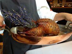 Как выглядит обед в лучшем ресторане мира  Гвоздь программы — мускусная утка с лавандой, глазированная медом.