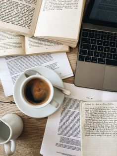 Messy books and coffee flatlay study studying studyblr notes laptop books school coffee tea time mot Coffee And Books, Coffee Love, Coffee Break, Coffee Study, Coffee Reading, Espresso Coffee, Coffee In The Morning, Cozy Coffee, Pause Café