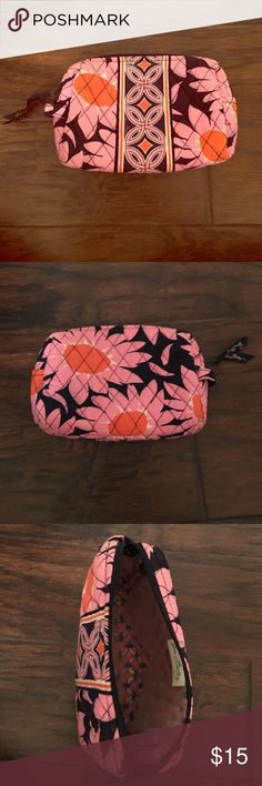 Vera Bradley Cosmetic Case Vera Bradley cosmetic case perfect for makeup or pencils or your toothbrush!! Perfect size for anything! Some sparkles are left at the bottom but besides that it is flawless! Vera Bradley Bags Cosmetic Bags & Cases