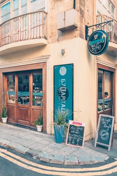 This quick food guide to Valletta & Malta helps you to navigate through the many cafes and restaurants on this beautiful island in the Mediterranean Sea Malta Restaurant, Mediterranean Sea, Beautiful Islands, Quick Meals, Black White, Europe, Travel, Food, Fast Meals
