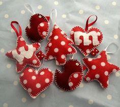 Rood wit gestippelde kerstboomhangertjes