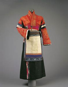 EXHIBITIONS SANTE FE. WRITING WITH THREAD: TRADITIONAL TEXTILES OF SOUTHWEST CHINESE MINORITIES. THE MUSEUM OF INTERNATIONAL FOLK ART.