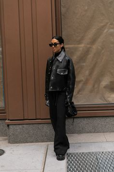 autumn in new york New York Fashion Week, street style fall winter 2020 London Street Fashion, New York Fashion Week Street Style, Nyfw Street Style, Looks Street Style, Autumn Street Style, New York Street, Cool Street Fashion, New Fashion, Street Style Clothing