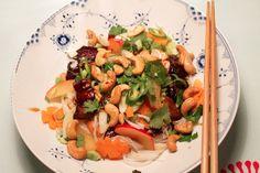 """Thai salat med """"sticky"""" flæsk og blomme"""