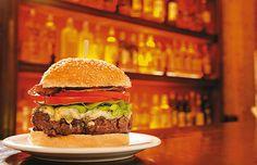 Hamburguer com 200 gramas de carne, mais gorgonzola (ou cheddar), pancetta, alface e tomate do Ritz