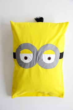 How to sew a minion pillowcase. Look at how cute this is! & Minion pillow pattern pieces | Education | Pinterest | Minion ... pillowsntoast.com