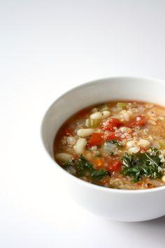 Soupe au quinoa et haricots blancs Chili, Ethnic Recipes, Food, Cream Soups, Stop Eating, White Beans, Chili Powder, Chilis