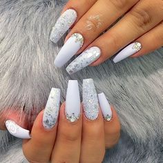 Nail art is a very popular trend these days and every woman you meet seems to have beautiful nails. It used to be that women would just go get a manicure or pedicure to get their nails trimmed and shaped with just a few coats of plain nail polish. Hair And Nails, My Nails, Matte Nails, Elegant Nail Art, Luxury Nails, Prom Nails, Gorgeous Nails, Perfect Nails, Trendy Nails