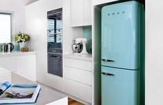 Ретро-холодильники SMEG в современном интерьере кухни - http://interiorizm.com/smeg-fridge