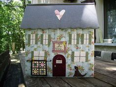 Small Sewing Projects, Sewing Crafts, Creative Crafts, Diy And Crafts, Cute Little Houses, Sewing Spaces, Quilted Gifts, Free Motion Embroidery, Fabric Boxes