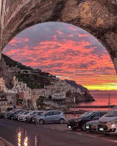 Sunset in Amalfi, Italy by: @gennaro_rispoli #sunset #nature #Italy #naturelovers #photography #amazingnature #purenature