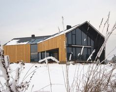 Contemporary barn home  http://www.gradientmagazine.com/wp-content/uploads/2009/11/pag-completes-broken-barn-in-poland-01.jpg