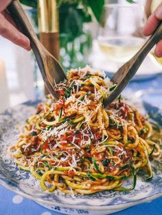 Slutty No-Carb Pasta (A delicious Puttanesca Sauce over spiralizer zucchini) The Londoner Zoodle Recipes, Veggie Recipes, Low Carb Recipes, Vegetarian Recipes, Cooking Recipes, Healthy Recipes, Best Zoodle Recipe, Diet Recipes, Recipies