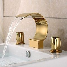 Mooni Modern Waterfall Widespread Waschbecken Wasserhahn in Gold aus massivem Messing - Badezimmer Bathroom Sink Faucets, Bathroom Fixtures, Remodel Bathroom, Bathroom Mirrors, Bathroom Cabinets, Brass Bathroom, Brass Faucet, Small Bathroom, Minimal Bathroom