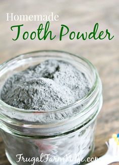 Made without xythal Homemade Tooth Powder. My teeth have never felt cleaner since using this all-natural homemade tooth powder. It's mineral-richness give me hope of finally making my teeth stronger! Toothpaste Recipe, Homemade Toothpaste, Natural Toothpaste, Diy Charcoal Toothpaste, Bentonite Clay Toothpaste, Homemade Mouthwash, Coconut Oil Mouthwash, Coconut Oil Toothpaste, Natural Shampoo