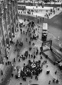 Berlin 1935 Strassenszene vor dem Kaufhaus Tietz am Alexanderplatz Ecke Alexanderstrasse.