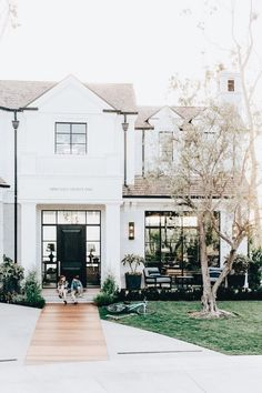 Thinking of painting your homes old, tired exterior? Today we are sharing the pros, cons, and color inspirations for painted brick. Style At Home, Painted Brick Exteriors, Painted White Brick House, White Wood, White Exterior Houses, Simple House Exterior, Modern Exterior, Brown Roofs, American Farmhouse