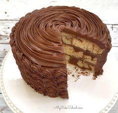 The BEST marble cake recipe! This moist layer cake is always a crowd pleaser! Cake Marble Cake from Scratch Chocolate Cake Mix Recipes, Chocolate Marble Cake, Chocolate Cake Mixes, Chocolate Buttercream, Marble Cake Recipe Moist, Marble Cake Recipes, Super Moist Banana Bread, Chocolate Brioche, Cookie Dough Cake