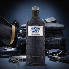 """Las botellas de ABSOLUT se visten con un nuevo vestido vaquero muy """"chic"""""""