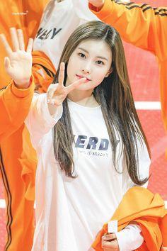 K-Pop Babe Pics – Photos of every single female singer in Korean Pop Music (K-Pop) Yuri, Kpop Girl Groups, Kpop Girls, Fandom, Thing 1, Eyes On Me, Pre Debut, Japanese Girl Group, Sung Kyung