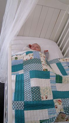 Love the large patchwork and the straight line quilting Scrappy Quilts, Easy Quilts, Small Quilts, Patchwork Quilting, Cot Quilt, Baby Quilt Patterns, Quilt Modernen, Baby Boy Quilts, Baby Sewing