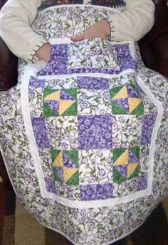 Another one for Granny CF. Lovie Lap Quilt ~ two pockets, flannel lined, one through pocket to keep your hands warm and the other pocket for items you would like to have handy. The flannel back gives it that extra warm cozy feel. Lap Quilts, Small Quilts, Mini Quilts, Quilt Blocks, Panel Quilts, Quilting Tips, Quilting Tutorials, Quilting Projects, Quilting Designs