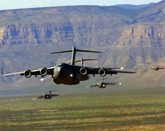 Boeing Globemaster III in formation for dropzone deliverance Military Jets, Military Aircraft, Fighter Aircraft, Fighter Jets, Zeppelin, C 17 Globemaster Iii, Helicopter Plane, Cargo Aircraft, Military Photos
