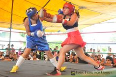Nezahualcóyotl, Méx. 22 Abril 2013. Maribel Hernández vs Sandra Rico (toda de azul), ésta última resultó triunfadora.                                                                                                                                                                              Foto. Francisco Gómez