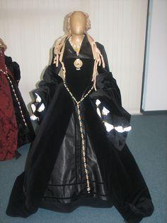 "Tagged ""black"" | Tudor Costume"