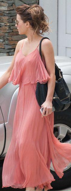 Who made Kate Beckinsale's round sunglasses, black handbag, and pink pleated dress? Elizabeth and James