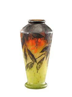 DAUM Vase à corps fuselé bombé et col étranglé ourlé en verre doublé à décor dégagé à l'acide et émaillé de fleurs de baies de cornouilliers brunes et orange sur fond vert nuancé orange. Signé «Daum Nancy». Vers 1910.
