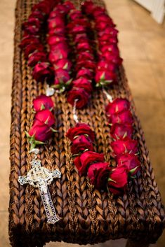 Fresh Rosary makes beautiful and distinctive rosaries entirely from fresh flowers. Each full rosary contains 53 roses representing Hail Mary prayers. Rosary Catholic, Catholic Gifts, Catholic Funeral, Little Flowers, Fresh Flowers, Prayers To Mary, Rosary Beads, Prayer Beads, Funeral Flowers