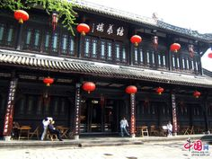 Chengdu city, located in southwest China's Sichuan province, is known for its laid-back vibe. Jinli Street, situated in downtown Chengdu's main commercial street, is the epitome of the leisurely way of life that the city has come to be associated with.