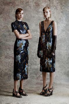 5387fd829cbd Erdem Resort 2018 Fashion Show. Sequin SkirtSequinsSkirtsFashionModaSequined  SkirtFasionSkirtSkirt Outfits