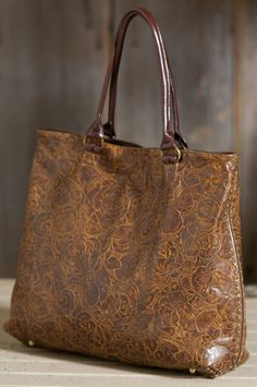 Beautiful bag, my mom would LOVE this.