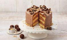 Eine kleine Torte aus lockerem Nuss-Biskuit und einer Nuss-Nougat-Creme-Füllung