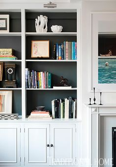 Gray Farrow & Ball paint on the back of bookshelves adds depth to the space. - Photo: Rebecca McAlpin / Design: Katie Lydon