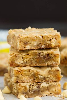 Butterfinger Blondies recipe, these soft and chewy blondies are loaded with white chocolate and rich peanut buttery Butterfingers! I'm a big believer in packing blondies to the max with chocolate goodness! Köstliche Desserts, Delicious Desserts, Dessert Recipes, Yummy Food, Bar Recipes, Bar Cookie Recipes, Easy Dessert Bars, Quick Dessert, Blondie Brownies