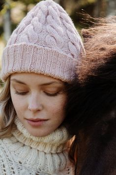 Cosy up in a chunky cabled hat from Novita Nordic Wool yarn. The color is called icy flower, and we just love it! 4 Ply Yarn, Wool Yarn, Merino Wool, Beanie Pattern, Fun Challenges, Stockinette, Crochet Fashion, Knitted Hats, Knitting Patterns