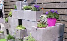 Talonrakennukseen käytettävistä keveistä ja edullisista muottiharkoista on helppo koota pihalle tai parvekkeelle sopiva istutuslaatikko ja pihaelementti.