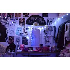 It quarto o tumblr room da Débora Fuzeti ❤ liked on Polyvore featuring backgrounds, pictures, photos, room, home and fillers