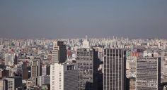 Esse gringo resolveu explorar São Paulo, ele gosta mais da cidade que muito paulistano (veja o vídeo https://www.youtube.com/watch?t=2&v=YVfSQY_GUiE)