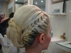 Tresse coiffure mariée - I tried to get my blonde hair back the other day. It didn't work :'( Up Hairstyles, Pretty Hairstyles, Braided Hairstyles, Wedding Hairstyles, Braided Updo, Wedding Updo, Braided Pony, Bridal Hairdo, Bridesmaid Hairstyles
