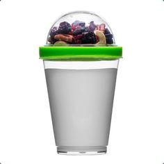 Take way breakfast fra Sagaform er en smart beholder til din skyr eller yoghurt og med låg til müsli og bær i toppen.