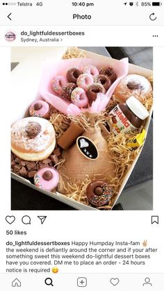mini donut bouquet w/ bigger Nutella donuts around the side Dessert Platter, Dessert Boxes, Food Bouquet, Candy Bouquet, Donut Gifts, Food Gifts, Mini Donuts, Nutella Donuts, Doughnuts